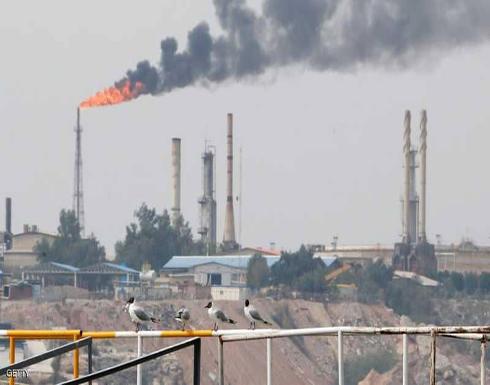 إصابات في حريق ضخم بمنشأة نفط إيرانية