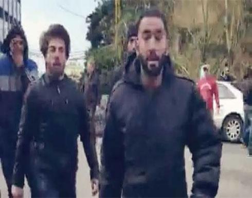 شاهد : اعتداء على المتظاهرين بالقرب من مجلس الجنوب اللبناني