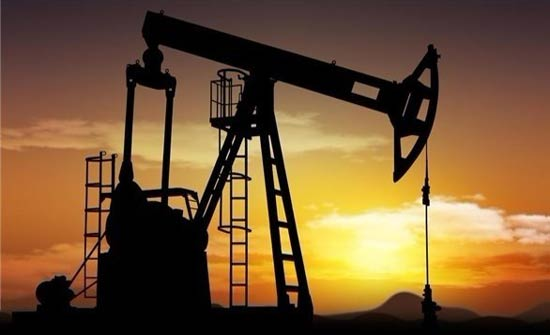أسعار النفط الخام تتراجع عالميا