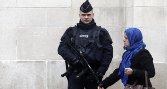 """""""العفو الدولية"""" تتهم فرنسا بـ""""النفاق المخزي"""" فيما يتعلق بقضايا حرية التعبير"""