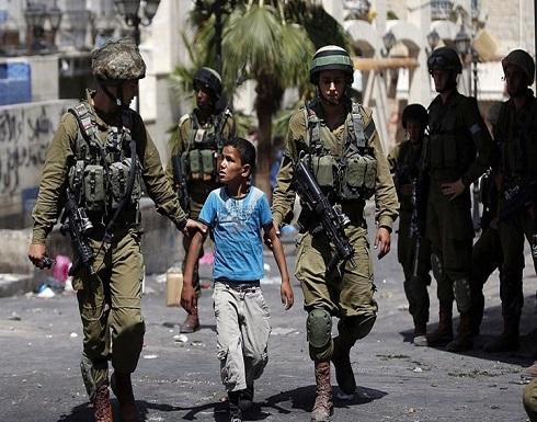 صحفية فلسطينية تبكي على أحوال الأطفال بسجون الاحتلال .. بالفيديو