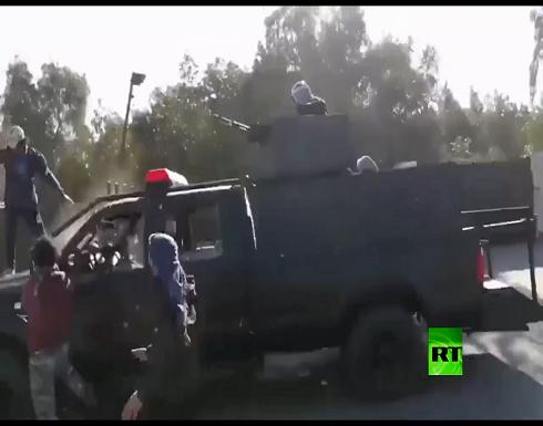 بالفيديو : العراق.. صدامات بين محتجين والقوات الأمنية أمام جامعة واسط