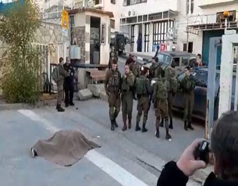 فيديو:  لحظة اطلاق النار- اصابة مواطن برصاص الاحتلال بالخليل