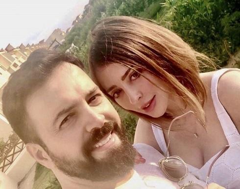 وفاء الكيلاني تكذب شائعات انفصالها بصورة  وهي تحتضن زوجها تيم حسن