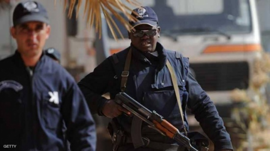 الجزائر.. الأمن يطيح شبكة دولية لتهريب الأموال