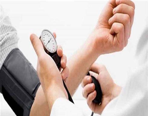 """هل تصابون بـ """"متلازمة المعطف الأبيض"""" عند زيارتكم الطبيب؟"""