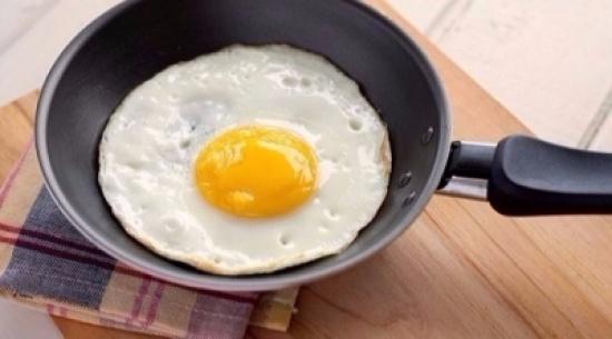 بيضة واحدة يومياً تعزز وظائف الدماغ وتقلل من السكتات الدماغية