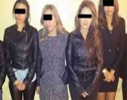 حبس مصري وزوجته و3 من صديقاتها بتهمة ممارسة الرذيلة.. وتحريز 5 فيديوهات