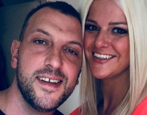 محاكمة زوجان بريطانيان مارسا الرذيلة على متن طائرة أمام أطفال