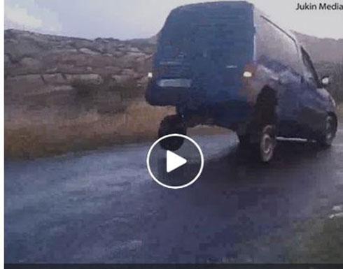 شاهد ما حدث لشاحنة جعلها صاحبها تقفز (فيديو)