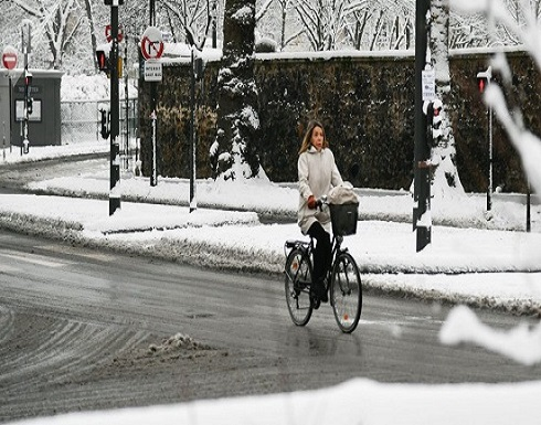 """بالصور : باريس تبيح """"المحظور"""" في الشارع"""