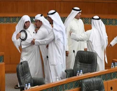 اشتباك بالأيدي بين عدد من نواب مجلس الأمة الكويتي - صور