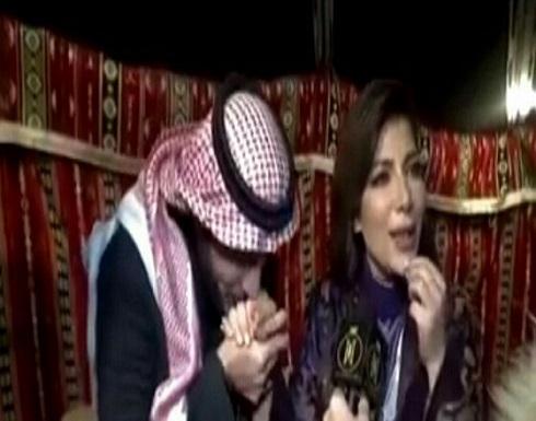 """""""شاهد.. ماجد المهندس يقبل يد أصالة أثناء حفلهما في الرياض"""