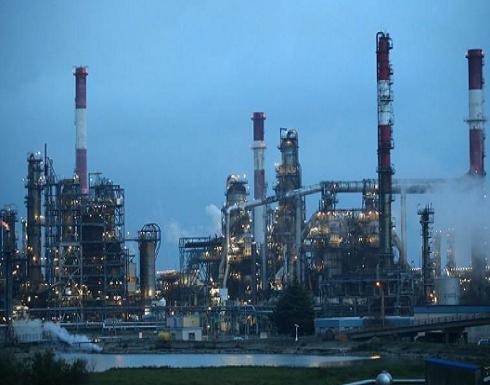 النفط ينخفض بفعل المخاوف الاقتصادية رغم شح المعروض