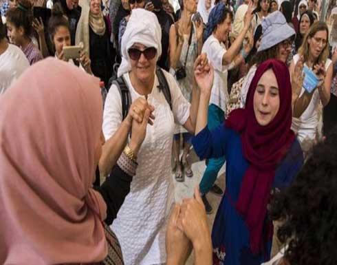 آلاف النساء الفلسطينيات والإسرائيليات يشاركن بمسيرة من اجل السلام