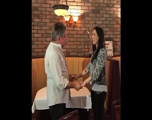 قصة مؤثرة.. أب وابنته يلتقيان للمرة الأولى بعد 40 عاماً