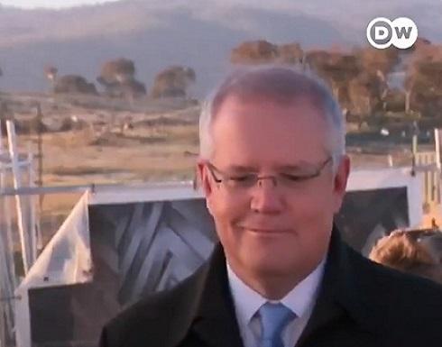 بالفيديو : استرالي يطلب من رئيس الوزراء رفع رجله عن عشب حديقته