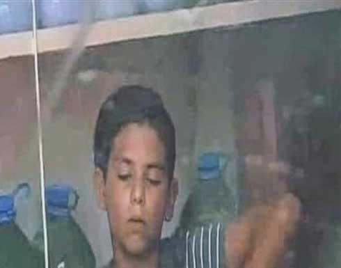 صورة لطفل سوري في لبنان تهزّ الانترنت داخل متجر صغير .. شاهد