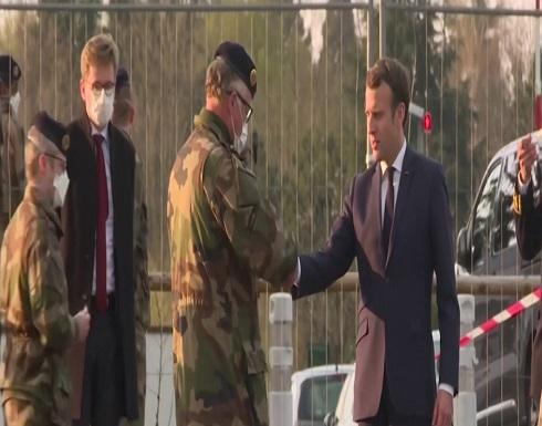 شاهد : ماكرون يزور مستشفى ميداني عسكري للمصابين بكورونا