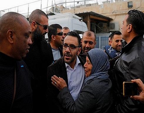 مستوطنون يهاجمون قرية بنابلس والاحتلال يفرج عن محافظ القدس