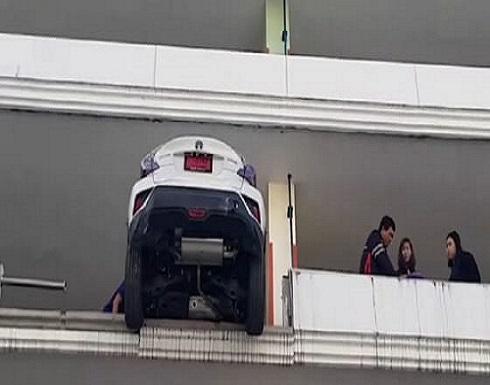 بالفيديو.. لحظة كارثية لـ امرأة  تايلاندية أرادت ركن سيارتها