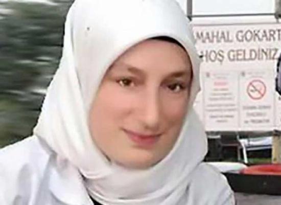 بالفيديو .. حادث غريب… فتاة تتعرض للاختناق بحجابها!