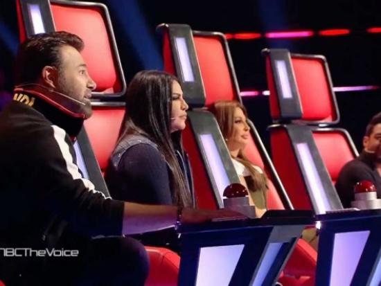 """بداية قوية لـ """"The Voice"""" مع المتسابقة العراقية دموع… ومشادة بين اللجنة للفوز بها"""