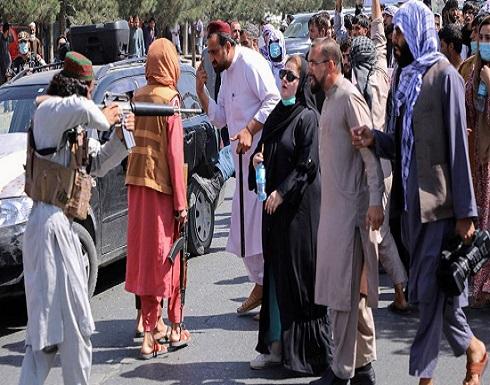 """صورة خطفت الأنظار..""""طالبان غير مدربة للتعامل مع النساء"""""""