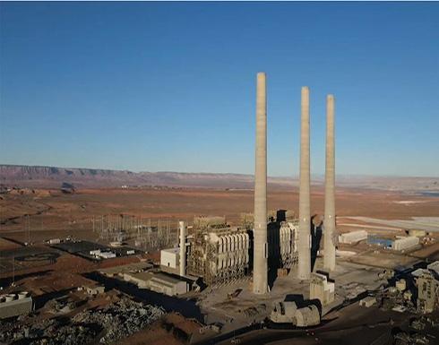 شاهد : لحظة تفجير لمداخن عملاقة في محطة طاقة تعمل بالفحم في الولايات المتحدة
