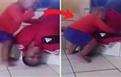 بالفيديو: طفلة تبكي بمرارة على خالتها التي تظاهرت بالموت