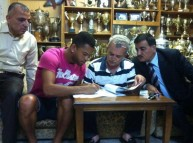 باهيا خلال توقيع العقد