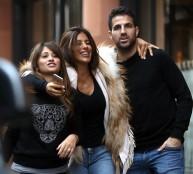 فابريجاس مع صديقته وزوجة ميسي