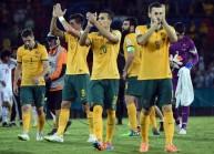 لاعبو أستراليا يحيون جماهيرهم