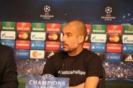 جوارديولا يرتدي القميص الذي يعبر عن دعمه