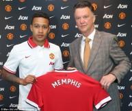 صورة من توقيع ميمفيس ديباي مع مانشستر يونايتد