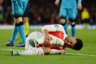 لحظة اصابة تشامبرلين أمام برشلونة