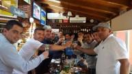 صورة تجمع تيفيز مع المشجعين المتطرفين