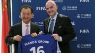 إنفانتينو مع رئيس مجموعة واندا الصينية