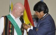 الرئيس البوليفي يمنح الوسام لإنفانتينو